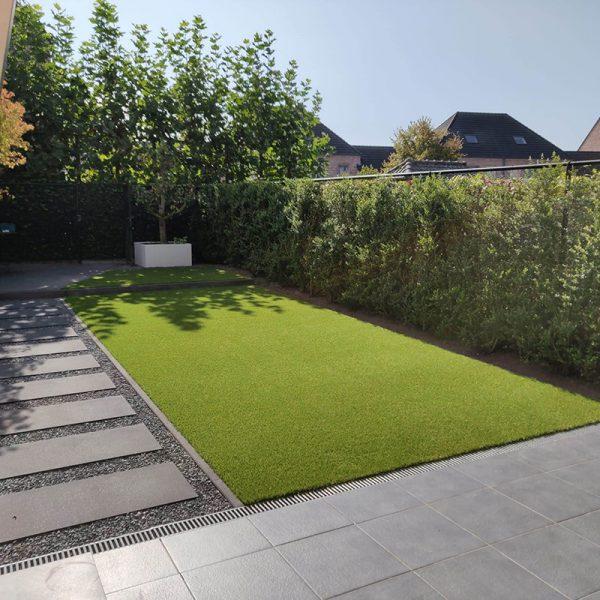Strakke kunstgras tuin