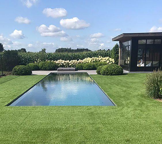 Kunstgras tuin met beplanting
