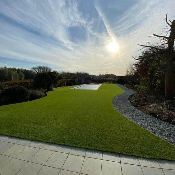 Kunstgras naast echt gras