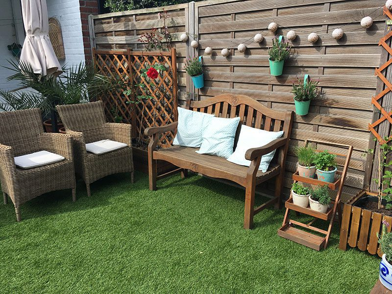 Kleine kunstgras tuin